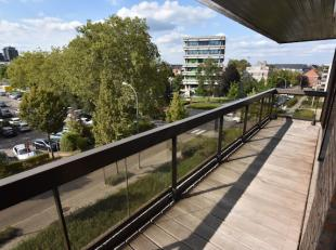 Zeer mooi gelegen ruim appartement in het centrum van Hasselt achter het Cultureel Centrum.<br /> Het appartement bevindt zich in de zeer verzorgde Re