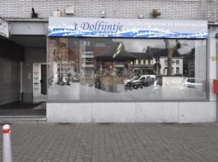 Te koop wegens ziekte van de eigenaar.<br /> Goed gelegen handelspand in het centrum van Lummen. <br /> Met achterliggend appartement met 3 slaapkamer
