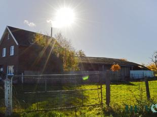 Deze te renoveren woning geniet een gunstige bereikbaarheid en is ideaal gelegen tussen Ninove en Gooik. Het woongedeelte zelf voorziet in een inkomha