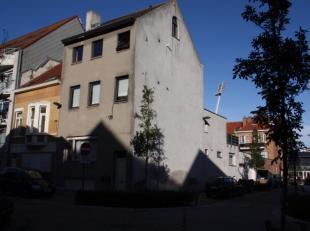 Opbrengsteigendom bestaande uit 3 volwaardige appartementen , 1 studio en 1 garage volledig onderkelderd ,gelegen op een fantastische locatie. op 70m.