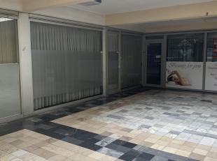 Dit handelspand bestaande uit 2 verdiepingen is gelegen in het centrum van Genk. Het pand heeft een oppervlakte van 72,4 m2 en is uitgerust met een ke