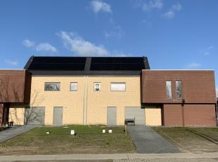 NIEUWE, moderne hedendaagse hoge rendementswoning in gesloten bebouwing met 3 slpks en garage gelegen op een perceel van 240 m². Met de oprichtin