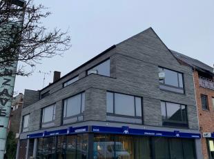 Dit volledig gerenoveerd duplex appartement ligt aan het begin van de Hoevenzavellaan, op wandelafstand <br /> van tal van winkels, scholen en kinderd