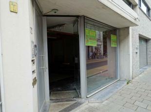Deze handels gelijkvloers is gelegen in het oude stadscentrum Aalst - tussen Sint-Martensplein en Houtmarkt.<br /> <br /> Geen syndicus - aparte meter