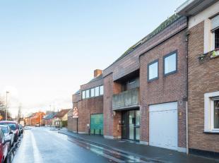 Dit centraal gelegen handelspand biedt tal van mogelijkheden en is gelegen in het centrum van Berendrecht.  Op de gelijkvloerse verdieping vindt u de