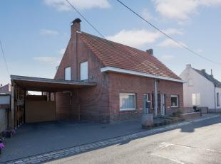KLEIN BESCHRIJF MOGELIJK - Deze gerieflijke woning werd door de huidige eigenaar gerenoveerd en is volledig instapklaar. Ze is gelegen in een rustig,