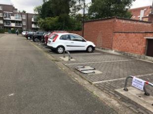 3 open staanplaatsen (parkings) - parking 22-23-24<br /> prijs 24 250 euro voor de 3 samen - rendement 6 %
