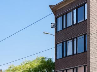 - IN OPTIE -<br /> Dit centraal gelegen éénslaapkamer appartement met garagebox, bevindt zich op de 3de verdieping van residentie 'Stee