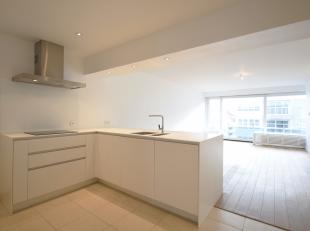 Dit modern appartement, met een bewoonbare oppervlakte van 78 m2, is gelegen op de Dumortierlaan te Knokke.<br /> Bij het betreden ervaart u onmiddell