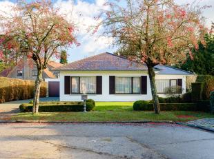 (IN OPTIE) Deze charmante bungalow, gebouwd in 1975, werd doorheen de jaren altijd goed onderhouden.<br /> Het eigendom bevindt zich op een perceel v