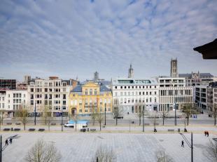 Dit instapklaar appartement bevindt zich op de vijfde verdieping van residentie Kouterhof en biedt een prachtig panoramisch zicht op de torens van Gen