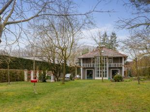 """Deze unieke en zonnige parel is gebouwd volgens het boek """"glasarchitectuur"""" van het jaar 1985.<br /> Het huis zelf is van het jaar 1993, gebouwd in D"""