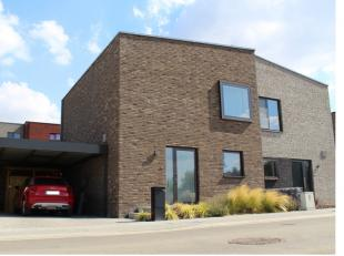 Deze nieuwbouwwoning in een eigentijdsewoonwijk gelegen en aan de rand van het centrum van Tongeren heeft tal van troeven die het wooncomfort optimaal