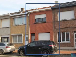 Op te frissen woning met 2 slaapkamers te koop die gunstig is gelegen nabij openbaar vervoer, winkels en scholen!