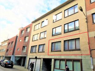 Te renoveren appartement in het centrum van Tervuren, bestaande uit een inkomhal, keuken met toegang tot zuid gericht terras (2m²), living, 2 sla