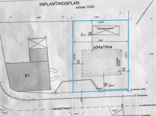 Bouwgrond van 4 a 10 ca gelegen in Duisburg met een breedte van 18m aan de straatkant op 23m diep, bestemd voor open bebouwing.<br /> Bouwzone van 12m