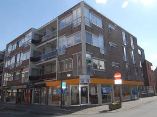 """LIGGING<br /> Hoekappartement op de eerste verdieping te Residentie """"ST-Jan"""" op een honderd meter van het marktplein te Diepenbeek. <br /> <br /> Zeer"""
