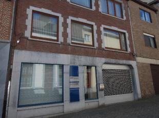 LIGGING<br /> Op de Wijngaardstraat in het centrum van Tongeren vinden we deze uit vier verdiepingen bestaande stadswoning met een handelsruimte op he