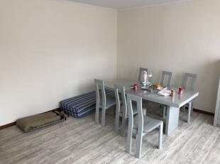 Duplex met 2 slaapkamers en ruim achterliggend dakterras. <br /> <br /> Dit appartement is gelegen op de Gaarveldstraat 106 te Hasselt binnen de grote