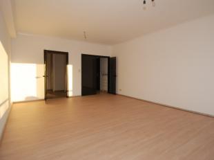 Appartement op de tweede verdieping met 3 slaapkamers in centrum Tongeren. <br /> <br /> Goede ligging centraal in Tongeren op de Oogstwal 13 . Het ce