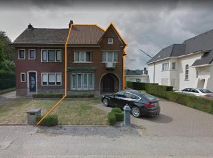 Op Tongersesteenweg 37 in Hoeselt vinden we deze mooie, gerenoveerde woning met drie slaapkamers terug. Op een boogscheut van winkels, scholen, openba