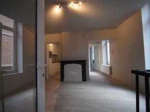 Dit compact huurappartement op de eerste verdiepinglinks van een klein karaktervol pand biedt zowel jonge als oudere koppels alles om zich te settelen