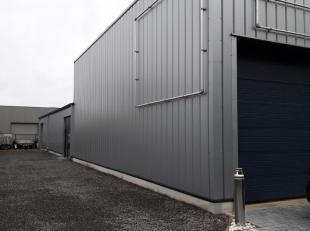 Centraal gelegen magazijn met burelen en mogelijkheid tot het bij maken van een woongelegenheid.  Oppervlakte magazijn 300 m² en 50 m² buree