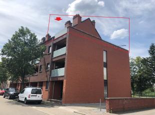 Goed onderhouden en tof appartement met een ruim terras van 54 m² en een kleiner terras.  Het appartement is als volgt ingedeeld: inkomhal, wc, l