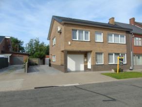Deze ruime gezinswoning is terug te vinden in een rustige wijk te As. Er is een vlotte verbinding naar het Centrum van As, Genk en Opglabbeek. In de d