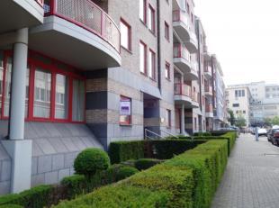Kantoren gelijkvloers (115m²), eventueel met autostandplaatsen, gelegen op de hoek met de Guffenslaan, vlakbij het Jessa Ziekenhuis en het stadsc