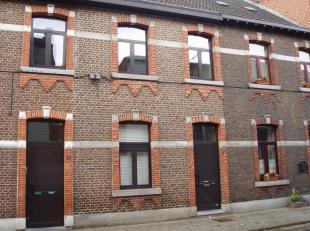 Ruim en gezellig duplex appartement (+/-110m²) gelegen in een rustige zijstraat van de kleine ring. Dit appartement, gelegen op de 1ste en 2de ve