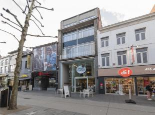 Handelspand op topligging, gelegen op de commerciële hoofdas van Hasselt. The Body Shop, Panos, Maes koffie en di parfumerie zijn er de naaste bu
