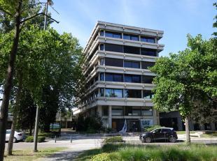 412m² moderne kantoren op 1ste verdieping in goed onderhouden kantorengebouw, met een zeer degelijke en mooie afwerking. Recent volledig vernieuw