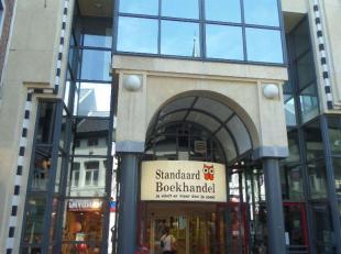"""Opbrengsteigendom, """"Standaard Boekhandel"""" is er huurder. Gelegen op de Maastrichterstraat, in het winkel-wandelgedeelte van het commerciële hart"""