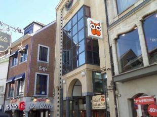 """Opbrengsteigendom bestaande uit 4 winkelpanden. Winkel 1 is gelegen in de Maastrichterstraat, en geeft tevens uit op de Sint-Jozefstraat, """"Standaard B"""