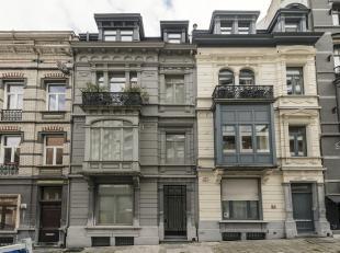 Prachtgelegenheid tot wonen en werken in Brussel. Het betreft 2 volledig gerenoveerde herenwoningen. Beide woningen werden in 1894 voor dezelfde eigen