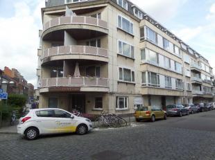 Kantoren gelegen op de hoek met de Sint-Corneliusstraat, bestaande uit 2 gelijkvloerse ruimten van +/-300m², 2 kelders en eventueel 1 bovengronds