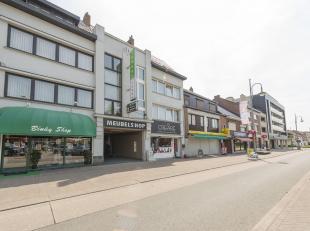 Handelspand gelegen in de Stalenstraat te Genk, commercieel en zichtbaar in het centrum van Waterschei en nabij oprit 31 van de E314. Oorspronkelijk d