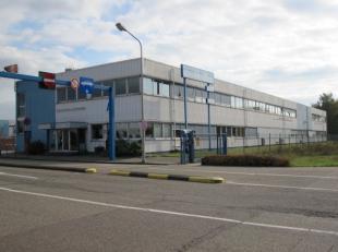 Kantoren in modern kantoorgebouw (2.916m² totaal), gelegen in het industriegebied Genk-Zuid, op enkele minuten van oprit 30 van de E313 (Brussel-