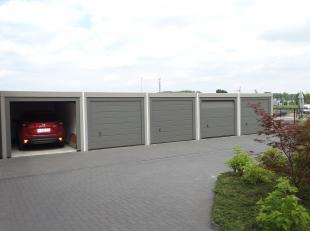 Afgesloten garagebox op wandelafstand van het centrum.<br /> <br /> Gelegen achter 'Residentie De Spijker'.<br /> Afmetingen : 5,38 x 2,88 m.<br /> <b