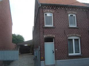 Deels te renoveren HOB met 5 slaapkamers, autostaanplaatsen en grote tuin.<br /> Gelijkvloers : inkomhal - living- woonkamer - keuken - badkamer - WC