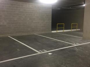 Autostaanplaatsen in ondergrondse garage in het centrum van Lommel.<br /> <br /> Huurprijs: € 65,00/maand<br /> Gemeenschappelijke kosten: € 10,00/maa