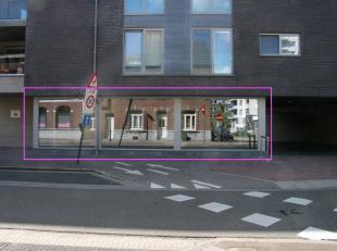HANDELSPAND OP TOPLOCATIE IN GENK<br /> <br /> Dit handelspand is gelegen op een toplocatie in de Grotestraat te Genk.<br /> Het ruime gelijkvloerse h