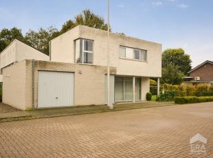 Toffe gezinswoning met 3 slaapkamers op een perceel van 3are 90ca in een aangename woonbuurt te Stevoort (Hasselt).De woning heeft een bewoonbare oppe