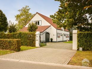 Deze villa ligt op een perceel van 9a op een boogscheut van het stadscentrum van Hasselt (net buiten de Grote Ring aan het Jessa ZH).Deze ruime woning