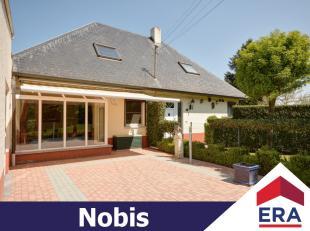 Rustig gelegen woning met tal van mogelijkheden, voorzien van zonnepanelen, op een perceel van 16a39ca en een bewoonbare oppervlakte van 257m².De