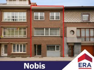 Deze zeer ruime, op te frissen woning met stadstuin op een perceel van 2a 33ca, heeft een bewoonbare oppervlakte van 210m² en is als volgt ingede
