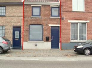 Totaal gerenoveerde rijwoning met 1 (2) slaapkamer(s), tuin en autostaanplaats in het centrum van Hasselt. Indeling:Gelijkvloers: lichtrijke woon- en