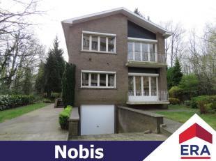 Zeer ruime en gunstig gelegen woning met 4 slaapkamers, tuin en garage in Genk.Deze lichtrijke woning heeft een bewoonb. oppervlakte van 188 m² e