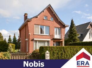 Deze woning met prachtige tuin ligt op een riant perceel van 12are 12ca in het hartje van Velm (Sint-Truiden).Ze heeft een bewoonbare oppervlakte van